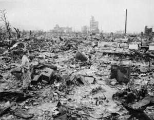 dce90ebd9518e68264f54060807824ea 041 300x234 Settant'anni fa la bomba atomica// Seventy years ago the atomic bomb Romano Pisciotti
