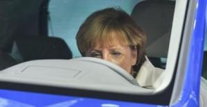 Merkel in VW 300x156 Volkswagen, uno scandalo che scardinerà il modello Germania Romano Pisciotti