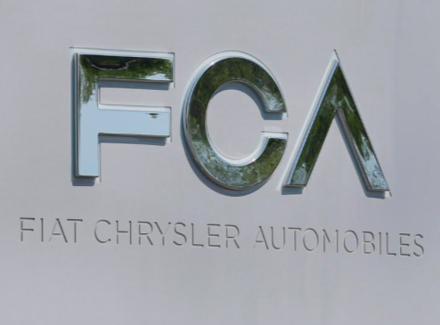 FCA discusses improved Renault merger bid to win French backing