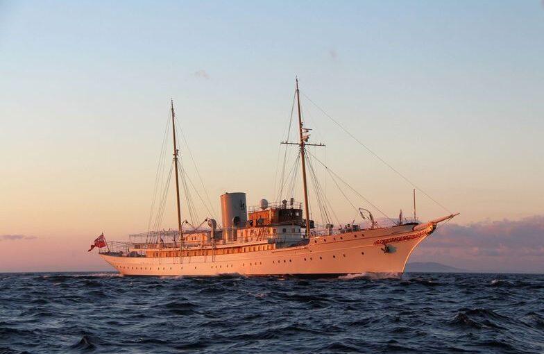 Classic super yacht Nahlin